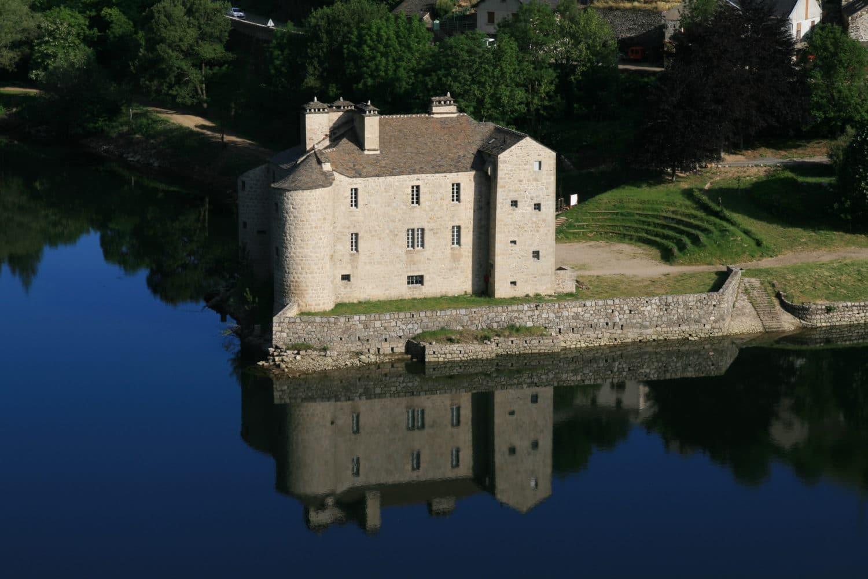 visite-du-chateau-villefort-cevennes-vacances-camping-location-appartement-chalet-e1572074489675
